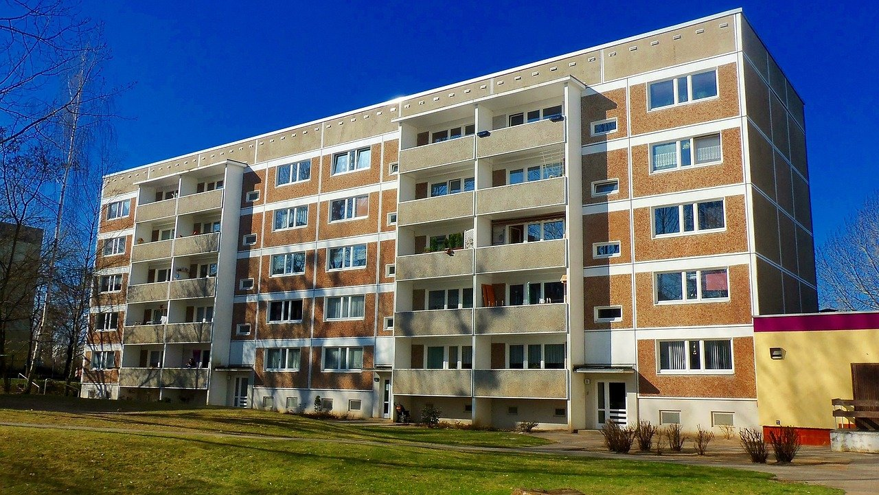 appartment-building-835817_1280